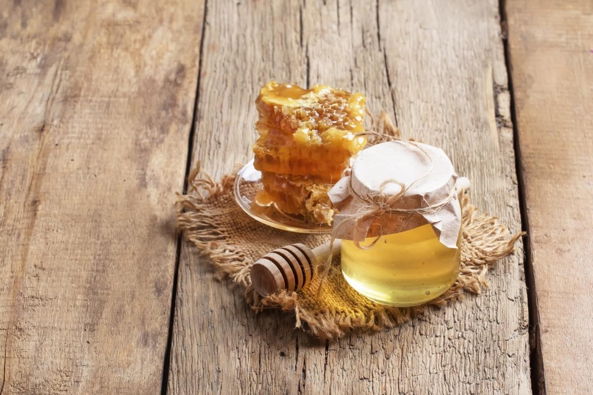 Miód rzepakowy. Wiosenny dar pszczół.